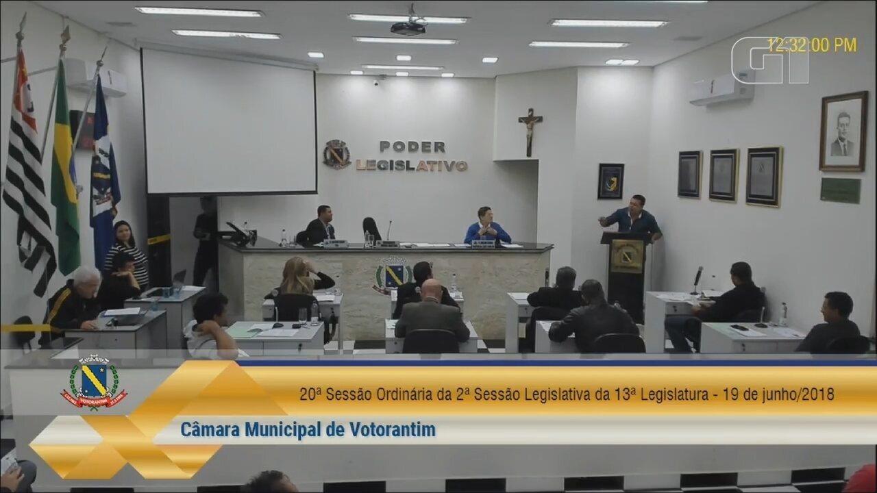 Vereador de Votorantim se irrita com críticas de servidora pública