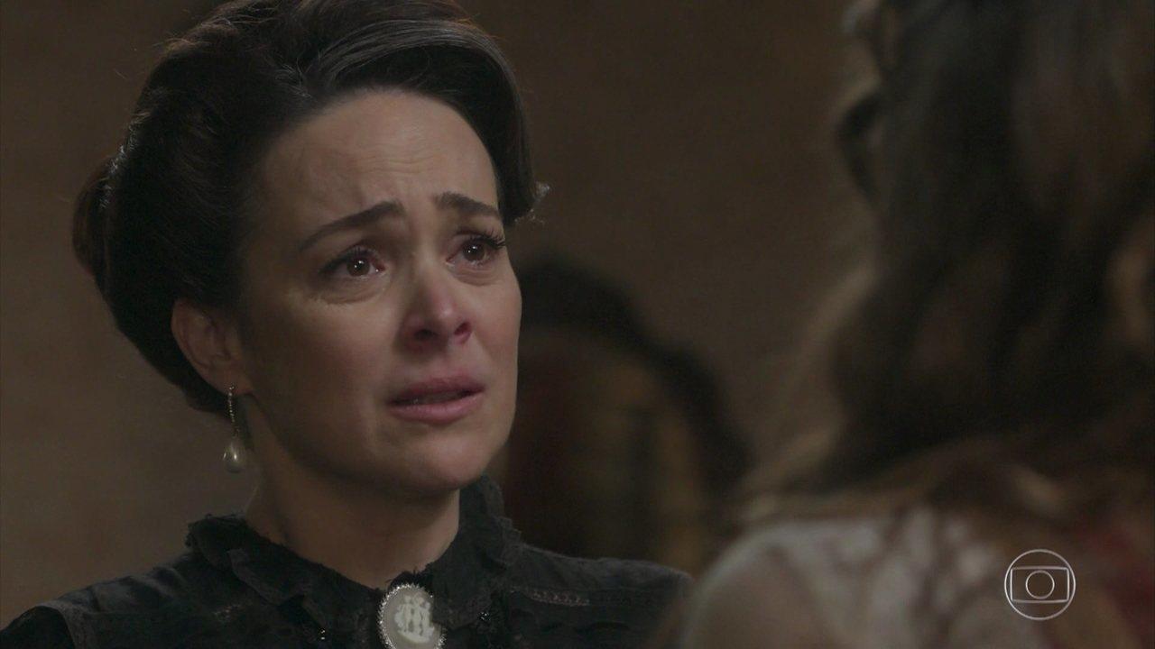 Julieta revela o motivo de não conseguir abraçar Camilo