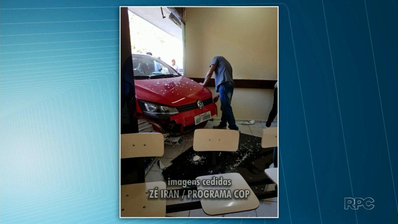 Carro invade pátio do Hospital da Criança em Ponta Grossa