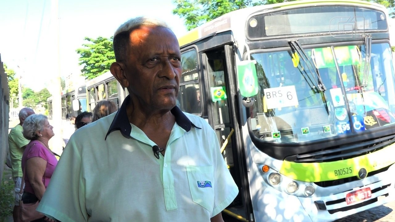 Motorista decora ônibus para torcer pelo Brasil na Copa