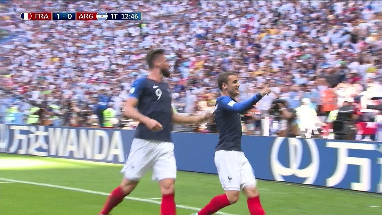 Gol da França! Griezmann cobra penalidade com perfeição e abre o placar aos 12 do 1º