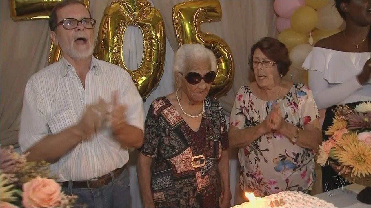 Aposentada ganha festa de 105 anos em lar de Guaraci