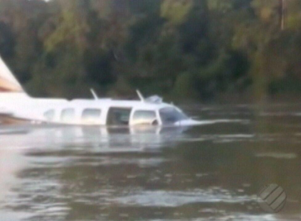 Polícia investiga versões dadas por piloto que fez pouso forçado no rio Jamanxim, no Pará