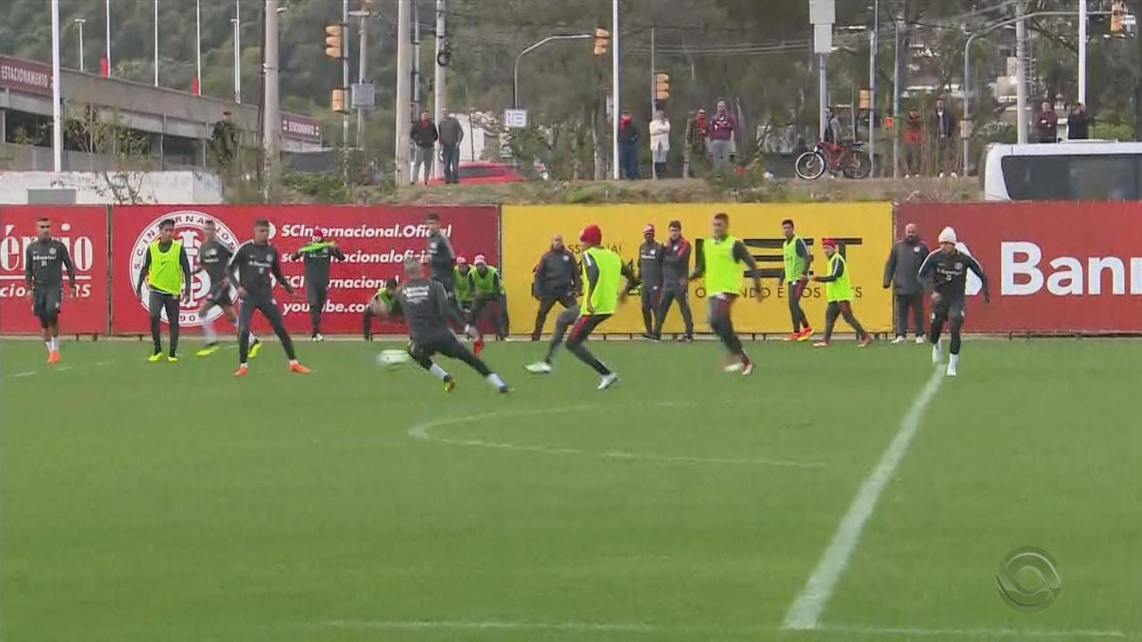 D'Alessandro sente dores no tornozelo e deixa treino do Inter