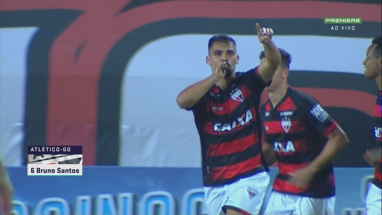 Gol do Atlético-GO! Bruno Santos recebe livre na entrada da área e solta a bomba