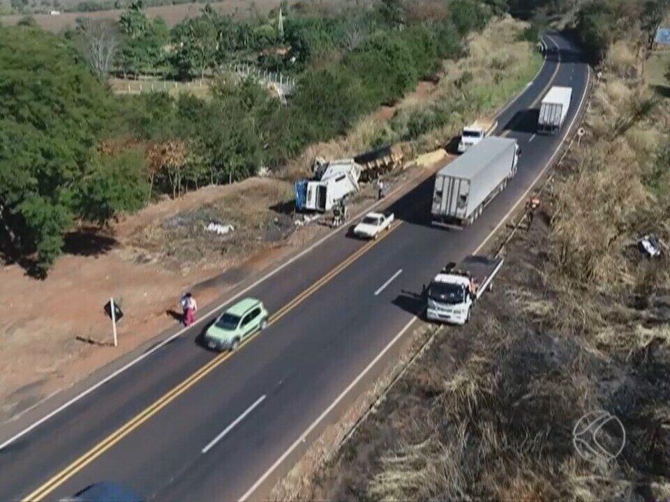 Carreta envolvida em acidente com seis mortes em Uberlândia estava a 120 km/h, diz PRF
