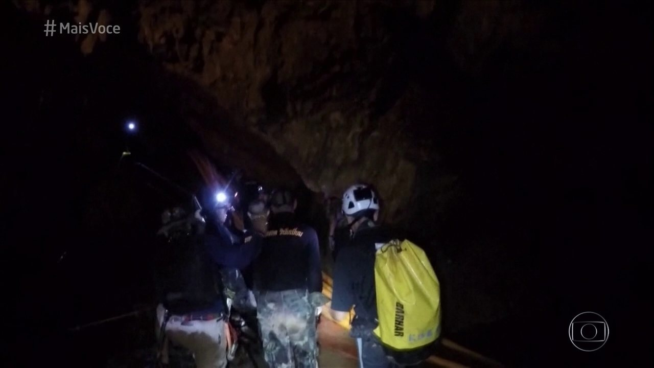 Equipe de resgate da Tailândia resgata o oitavo menino preso na caverna