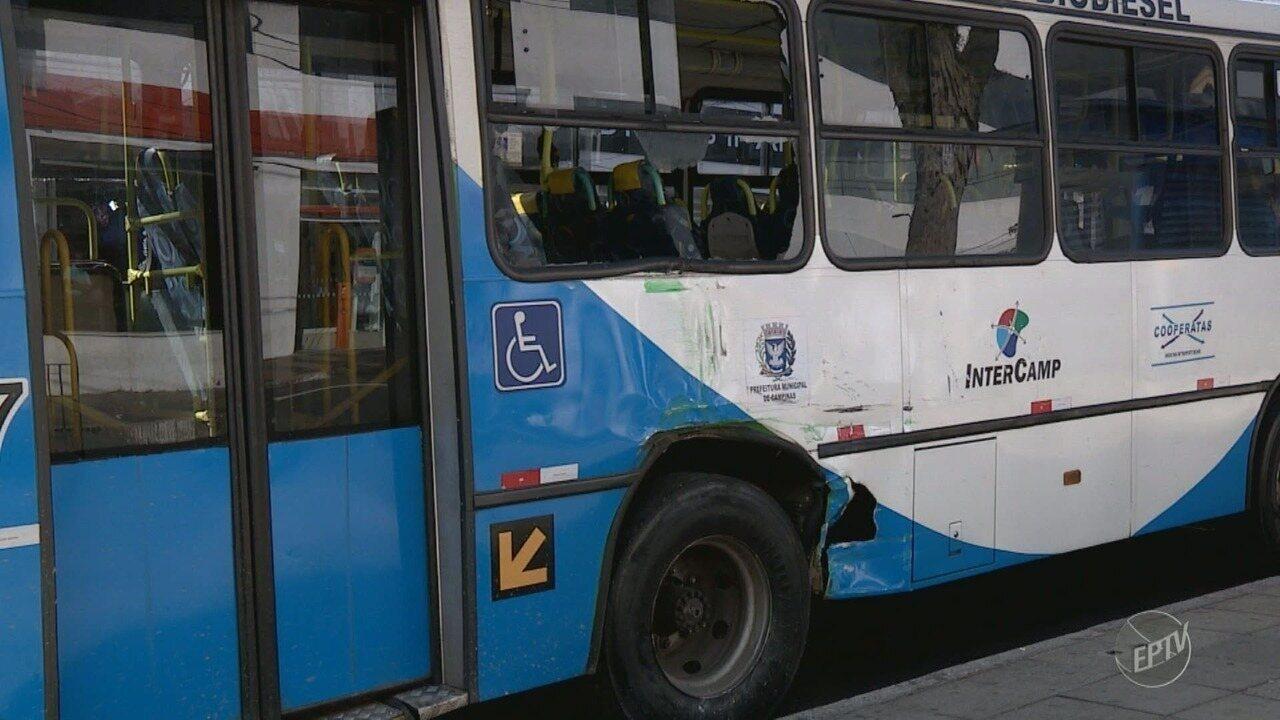 Acidente envolve dois ônibus coletivos em Campinas