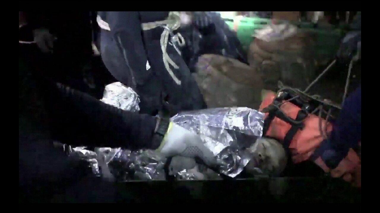 Mergulhador divulga imagens dos bastidores do resgate dos meninos em caverna na Tailândia