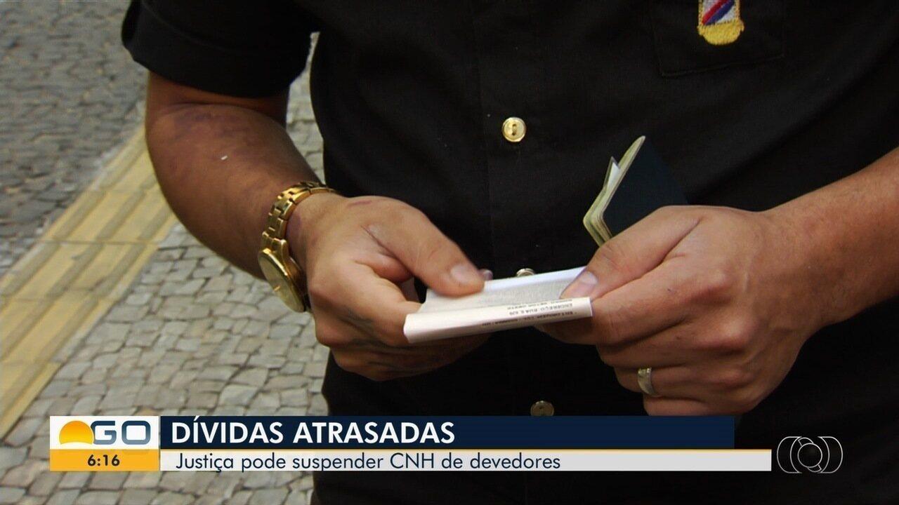 População comenta decisão da Justiça de suspender CNH de mulher com dívidas, em Iporá