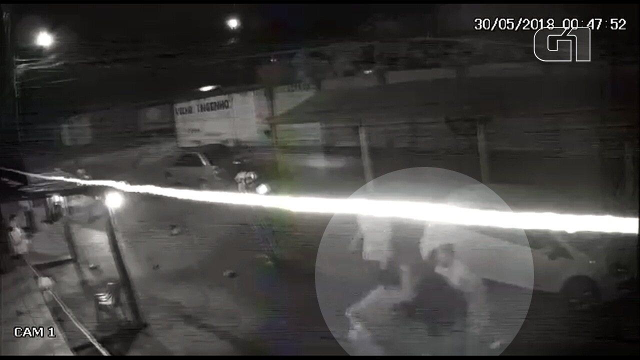Polícia procura dupla suspeita de matar irmãos após discussão por bebidas, em Goiás