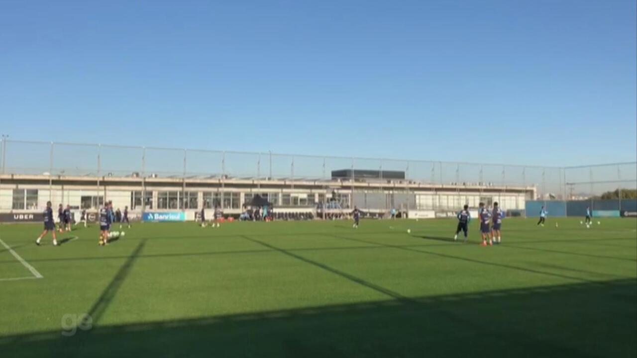 Douglas arranca palmas em treino de finalizações do Grêmio