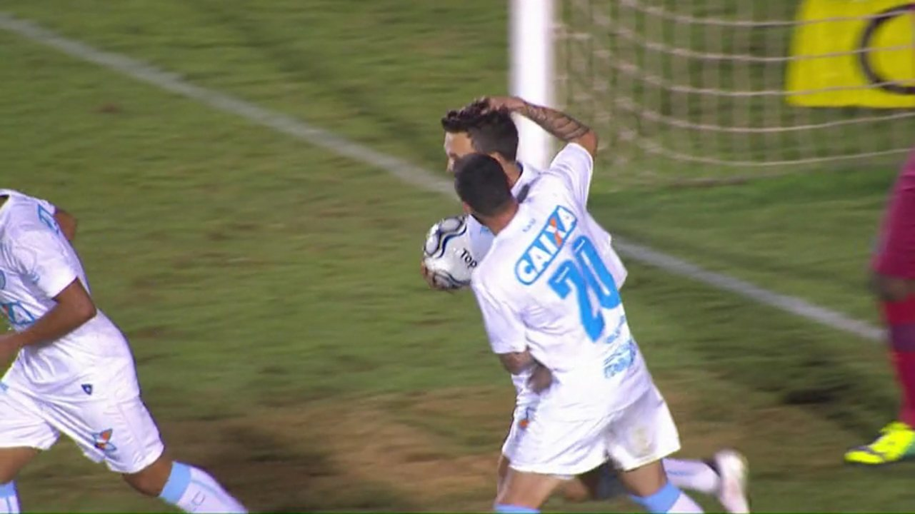 Gol do Londrina! Dagoberto sofre o pênalti e converte a cobrança, diminuindo contra o Avaí