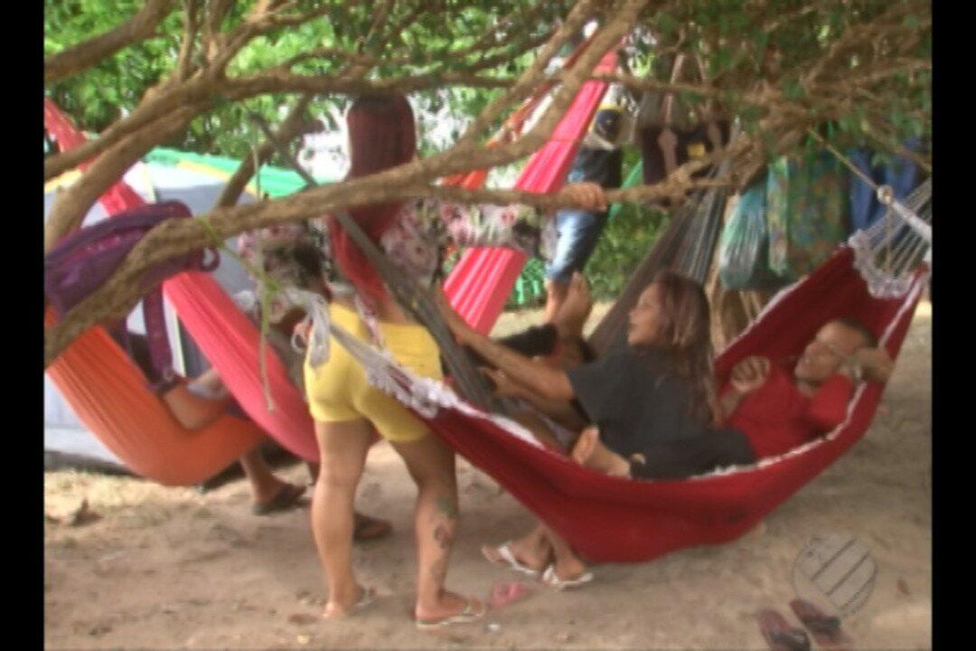 Moradores de uma área de lagoa ocupam a sede do Ibama em Altamira