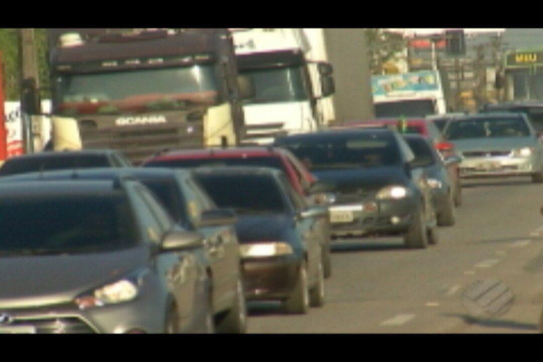 Veja o movimento de saída da capital pela rodovia BR-316 e pelos portos da cidade