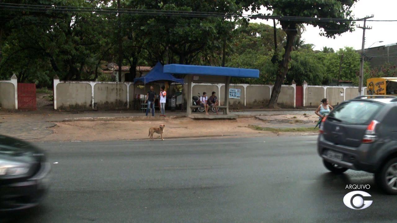 Usuários de ônibus reclamam das condições dos pontos de Maceió
