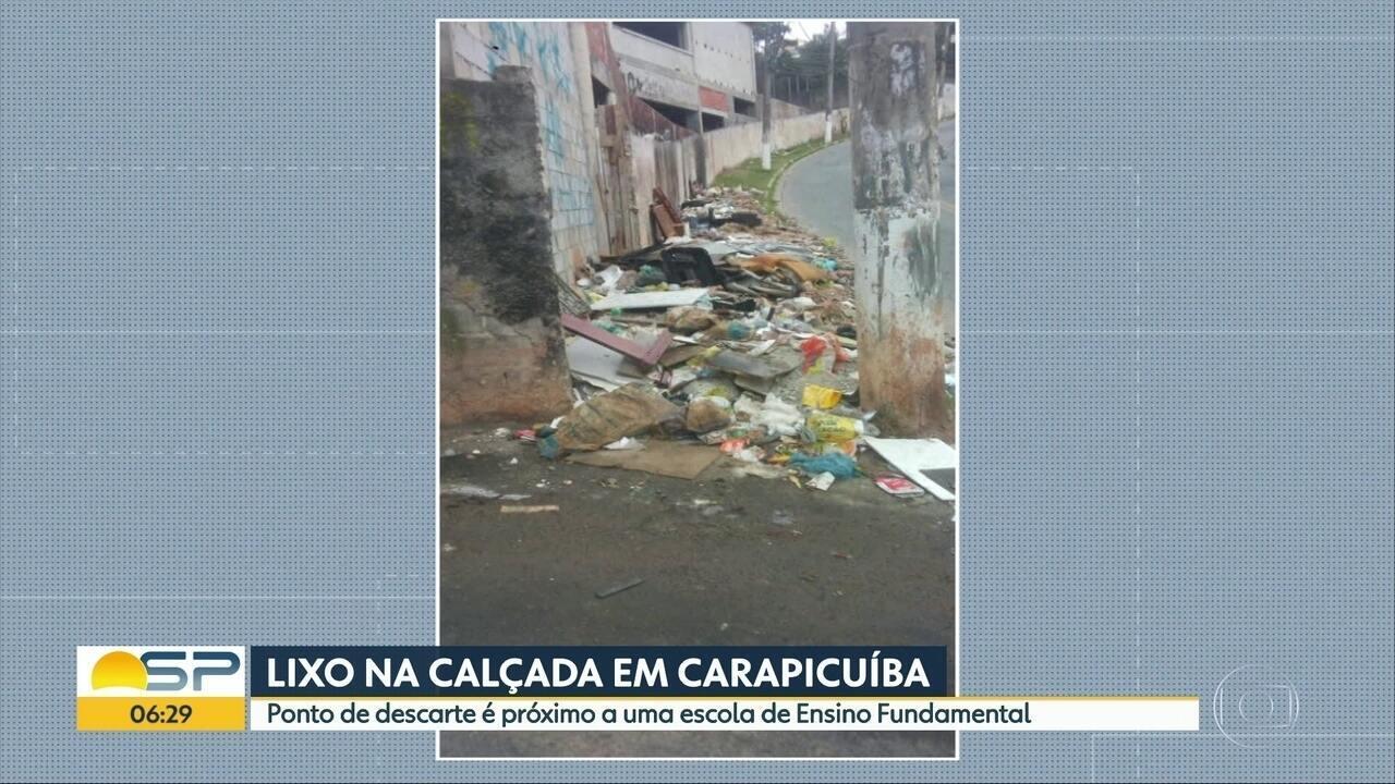 Pais reclamam de ponto de descarte irregular de lixo próximo à escola