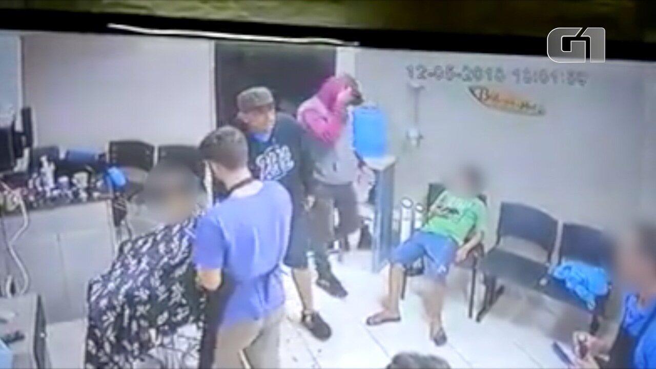 Barbearia é assaltada em São José