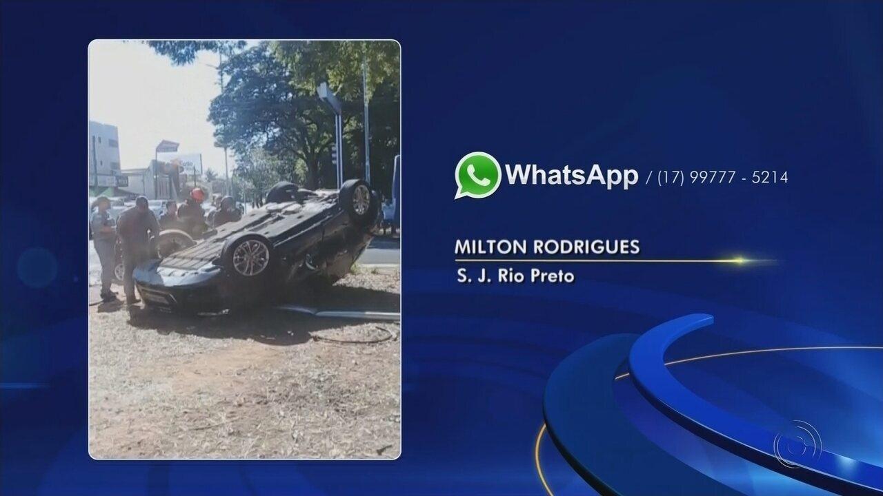 Carro de luxo capota após colisão com outros veículos em avenida de Rio Preto