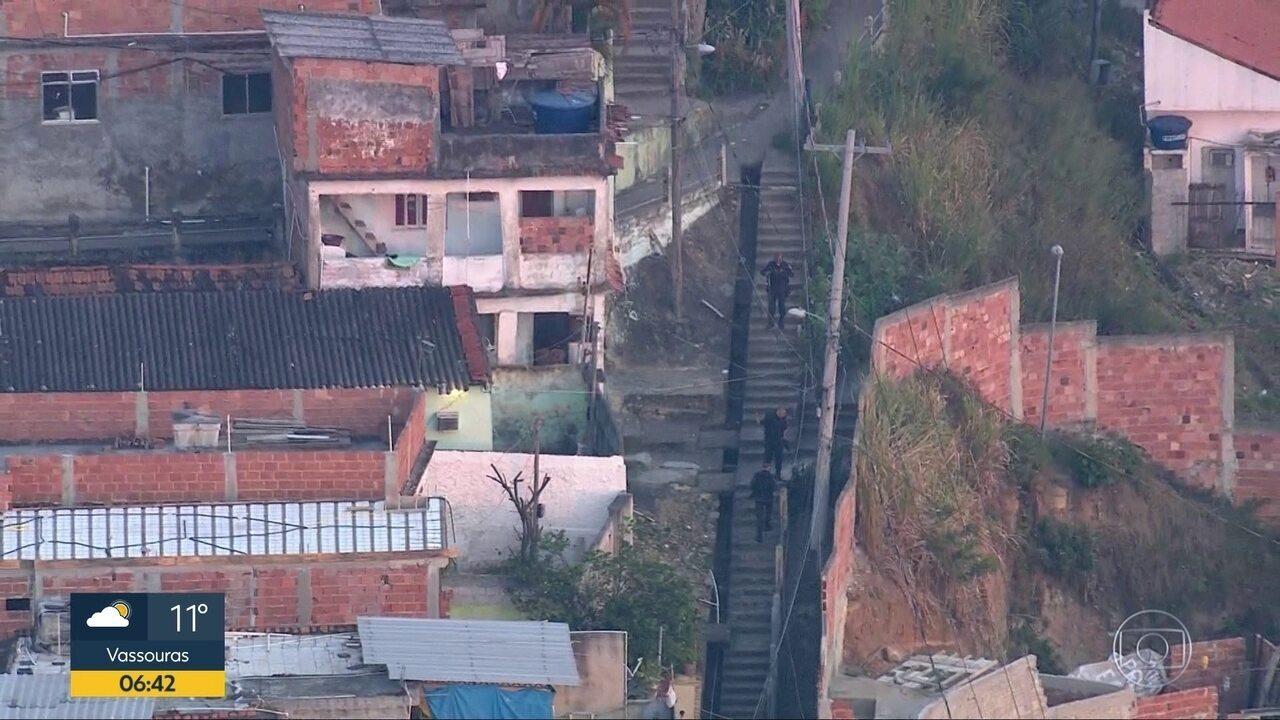 Guerra entre facções tira o sono dos moradores do Morro do Urubu, em Pilares