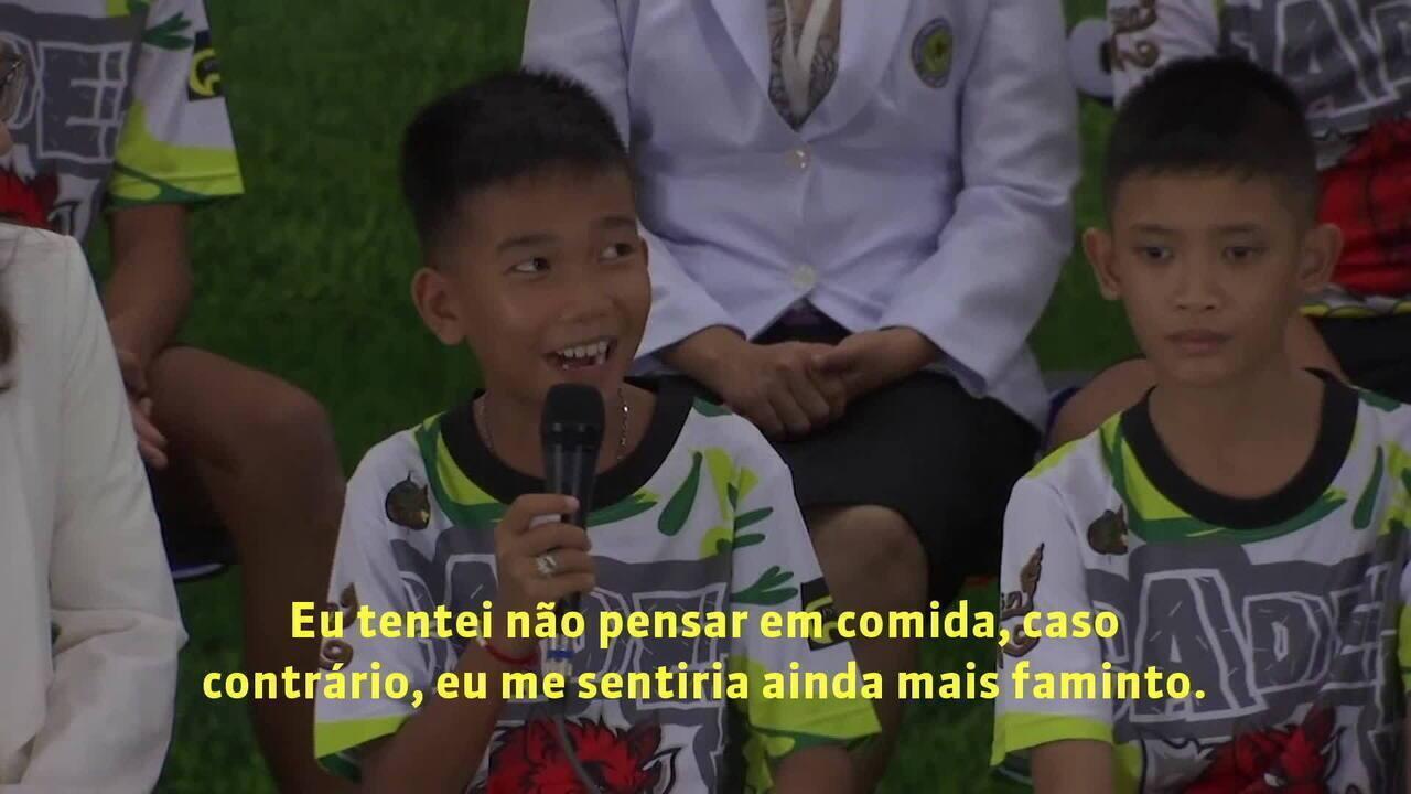 Meninos resgatados na Tailândia dizem que evitavam pensar em comida