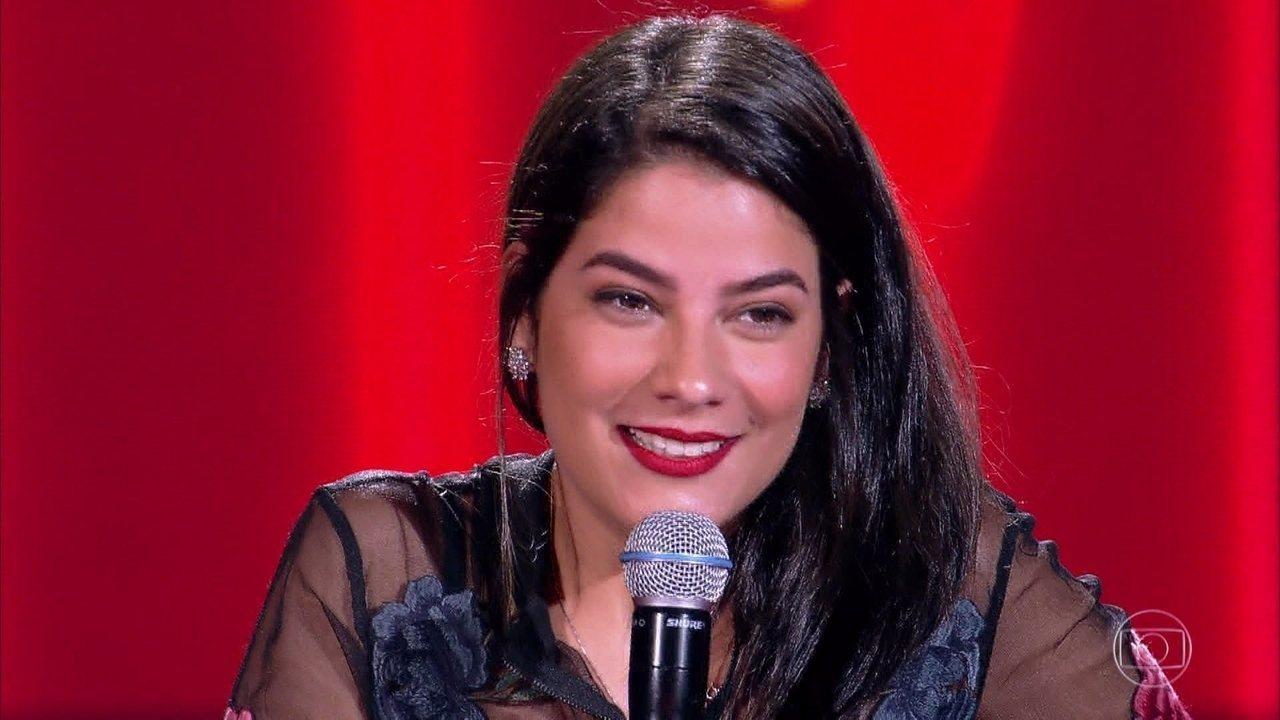 Larissa Viana canta