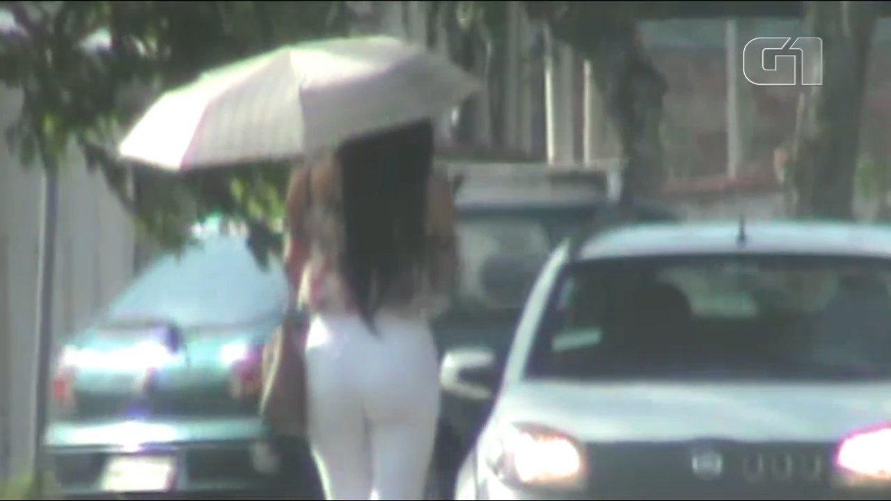 Imagens da Polícia Civil mostram prática de prostituição no bairro Boqueirão, em Curitiba