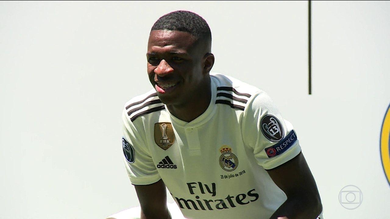 Real Madrid apresenta Vinícius Júnior em coletiva que conta com a presença de Ronaldo