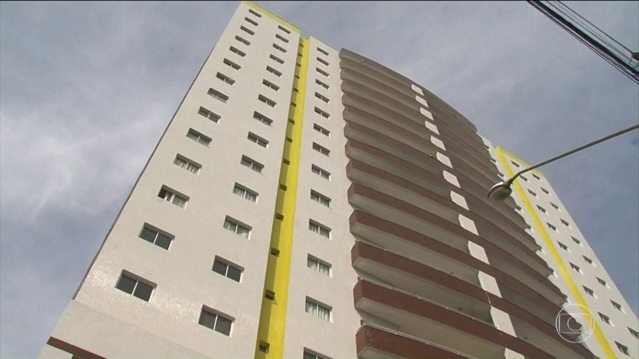 Polícia investiga morte de advogada após cair do 4º andar de um prédio no Paraná