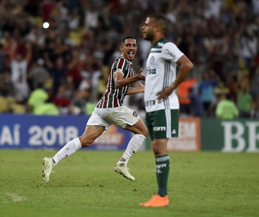 Gilberto marca para o Fluminense aos 42 do 1º tempo. Felipe Melo não gostou de ser perguntado sobre falha de marcação no lance