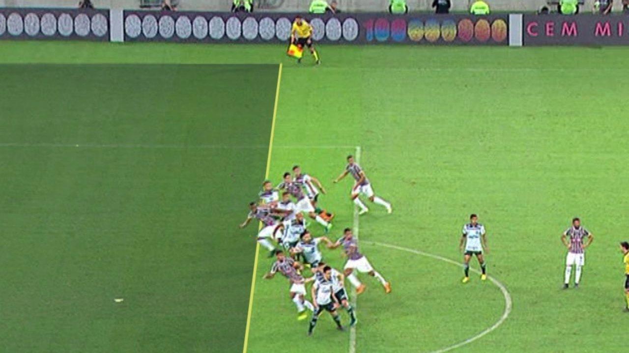 c54da9a527 Paulo Cesar de Oliveira mostra que gol do Fluminense contra o Palmeiras foi  irregular