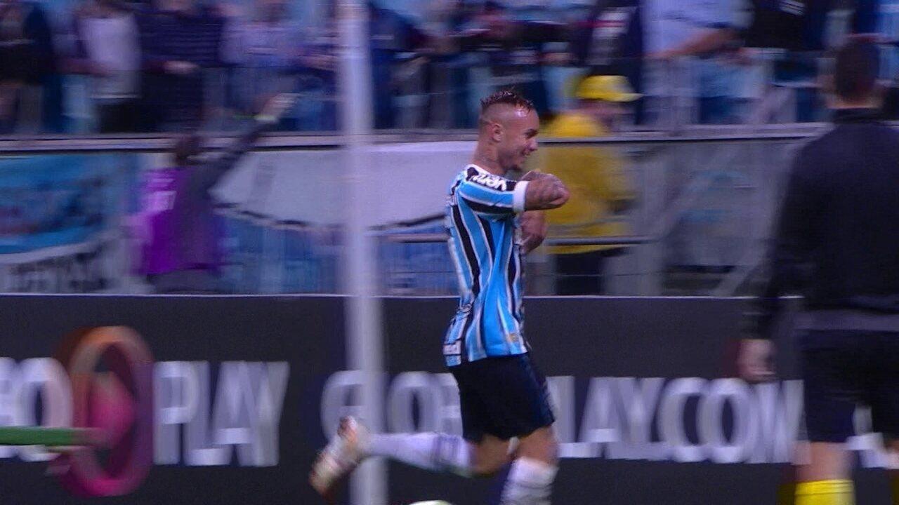 Grêmio 2 a 1: Militão erra, e Everton vira o jogo aos 15' do 2º tempo