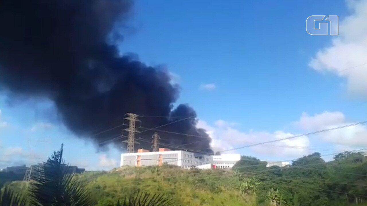 Incêndio atinge o Centro Administrativo da Bahia