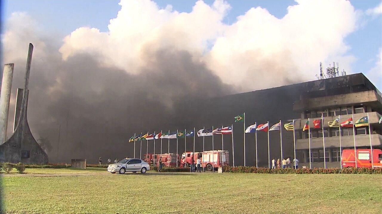 Incêndio atinge o prédio da Assembleia Legislativa, em Salvador