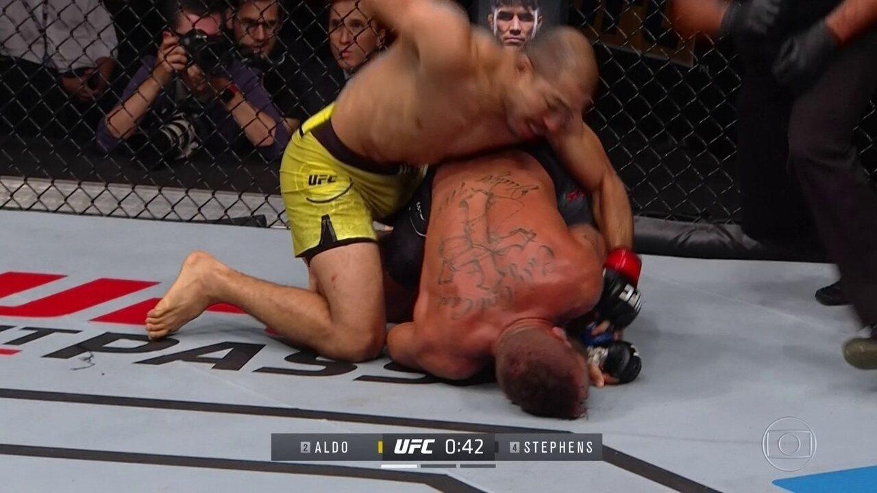 José Aldo vence Jeremy Stephens por nocaute técnico no primeiro round no UFC Calgary
