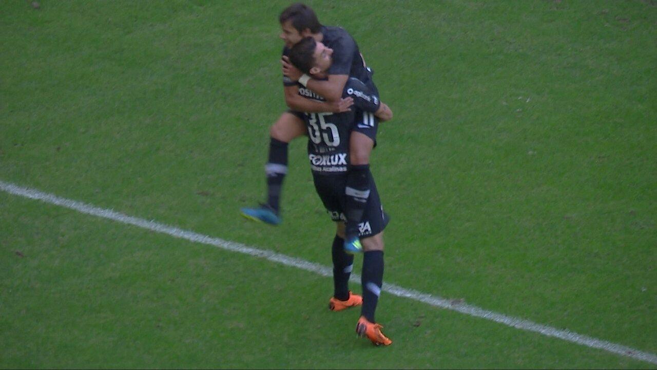 Gol do Corinthians! Pedrinho faz ótimo cruzamento e Romero marca de letra com 11' do 2º
