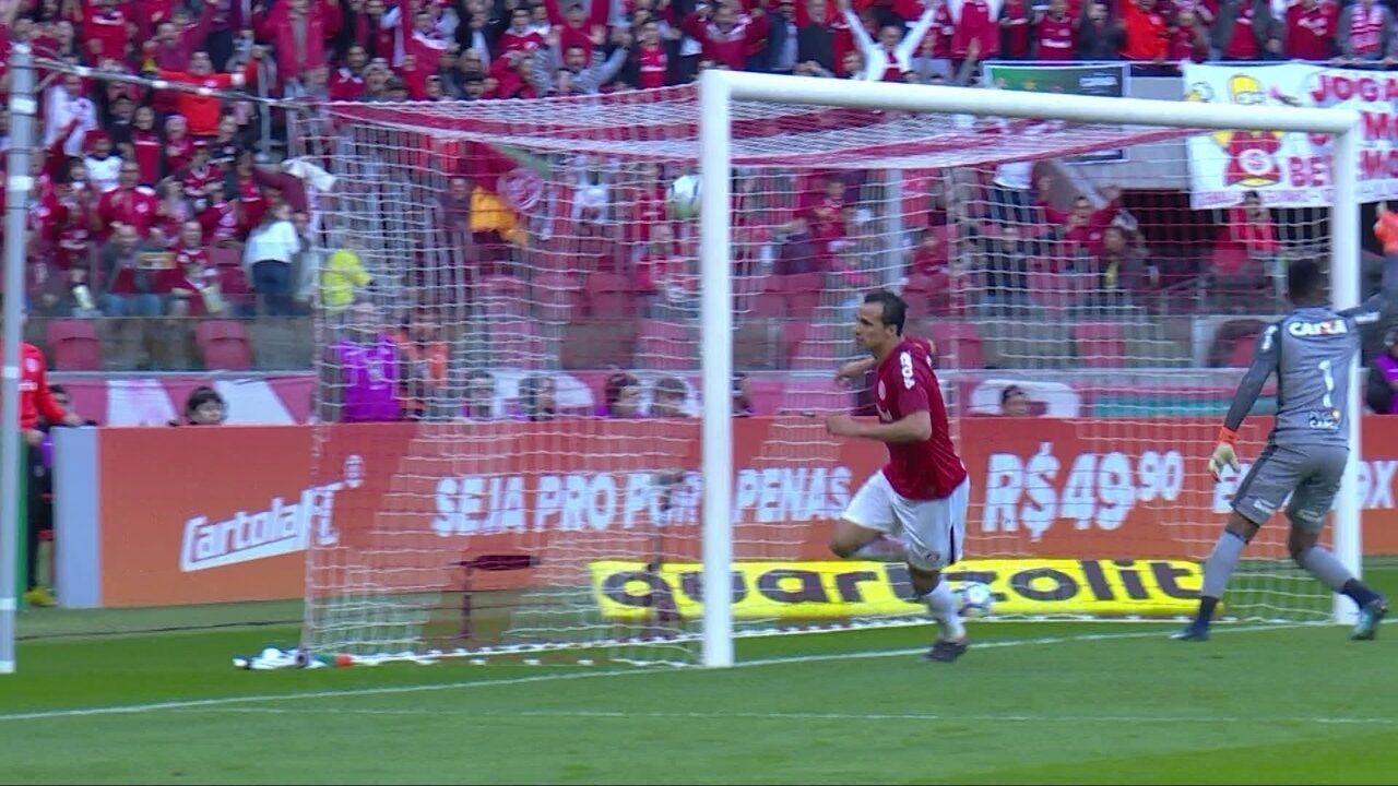 Com passe de letra, Patrick participa de jogada para gol de Damião