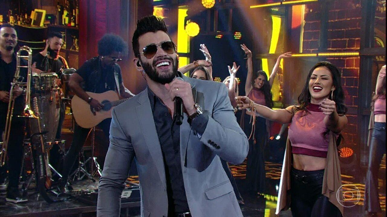 Gusttavo Lima canta o sucesso 'Apelido Carinhoso'
