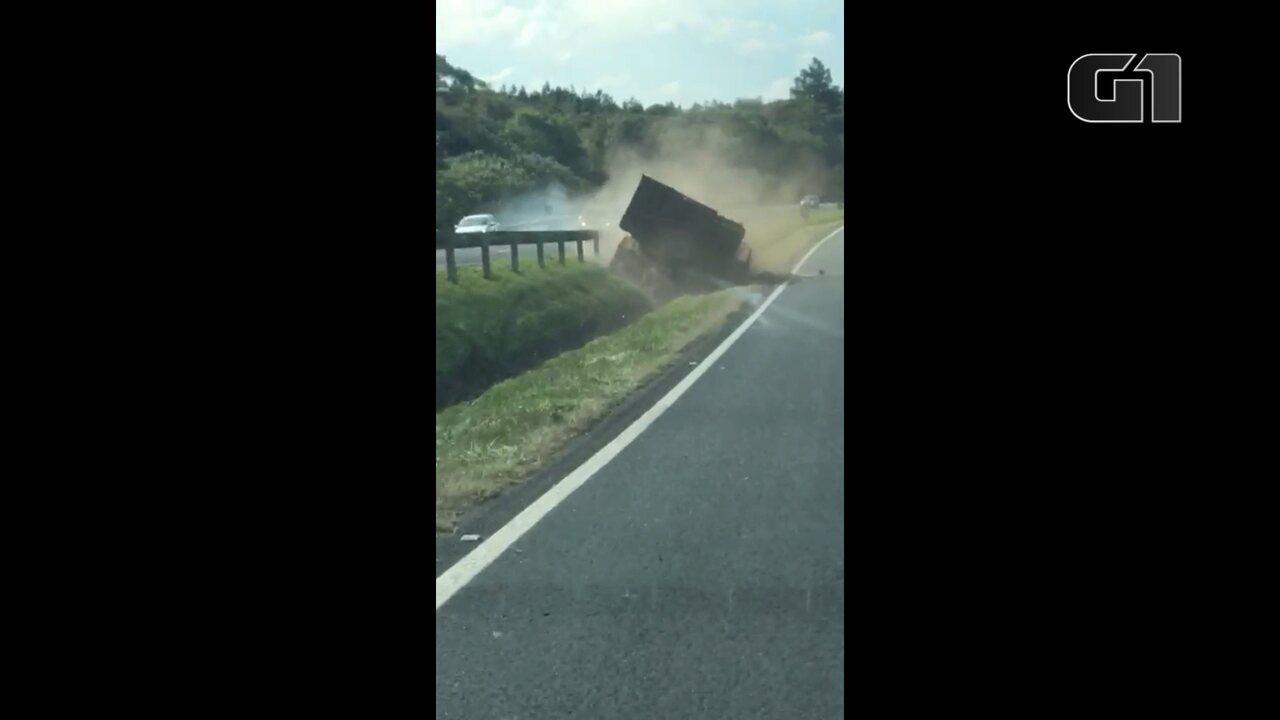 Vídeo flagra acidente em que motorista foi atropelado pelo próprio caminhão no Paraná
