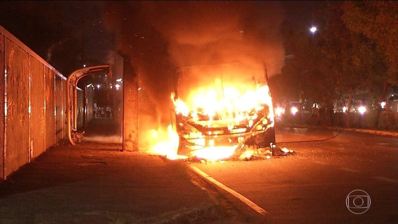 Ônibus e prédios são atacados em Fortaleza e na Região Metropolitana pelo 5º dia seguido