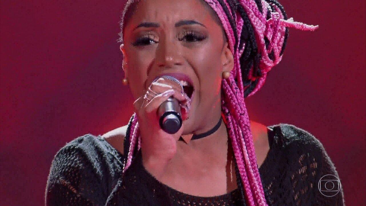 Helen Cristina canta