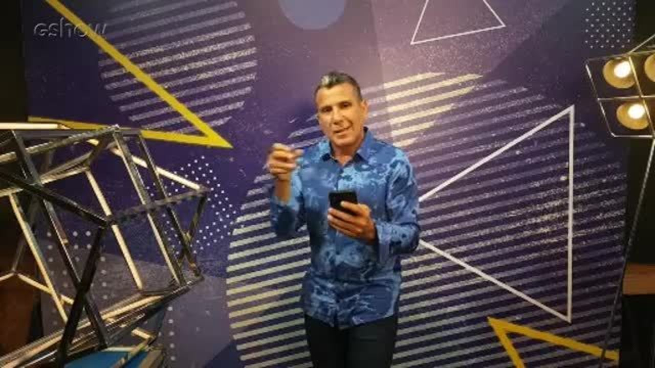 Eri Johnson responde perguntas dos internautas durante transmissçao ao vivo