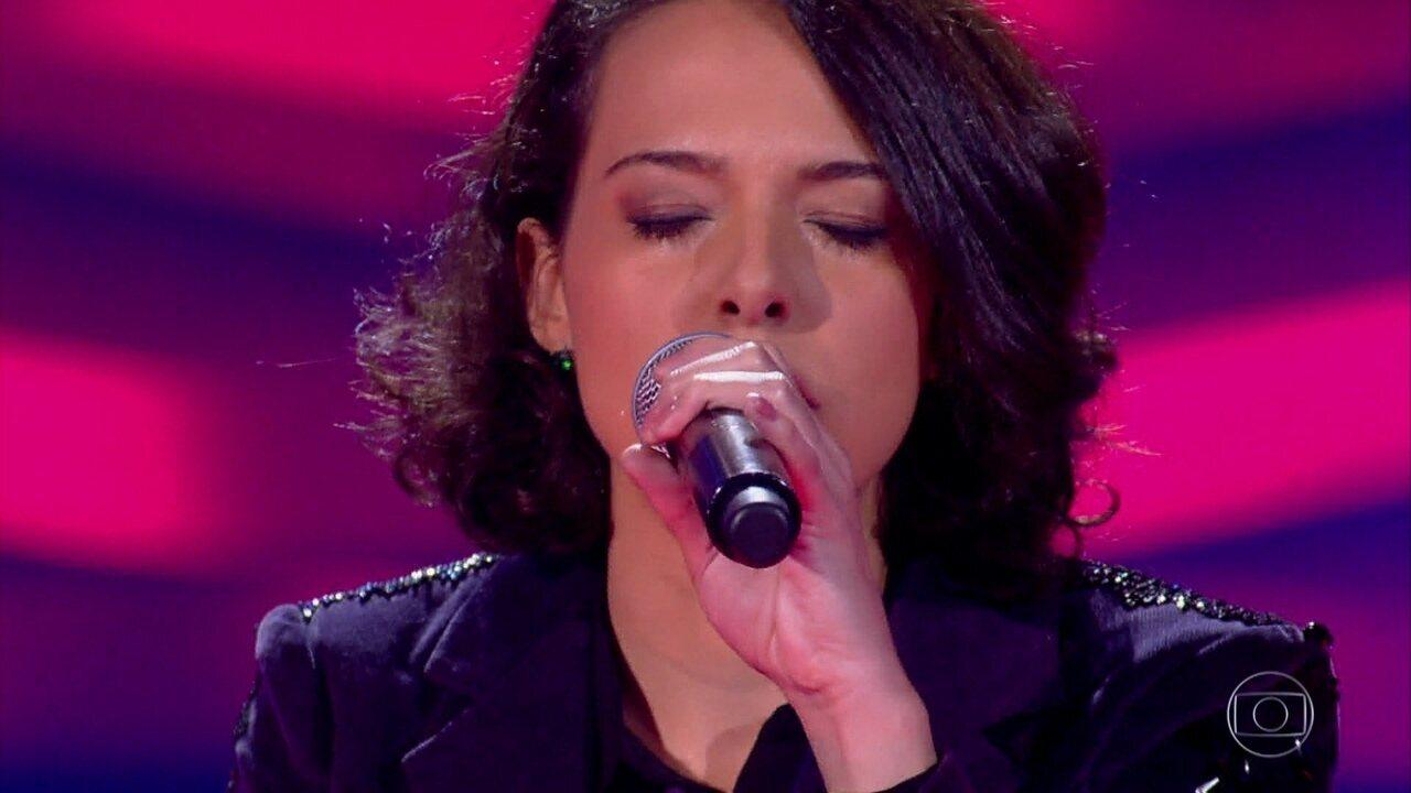 Sarah Renata canta