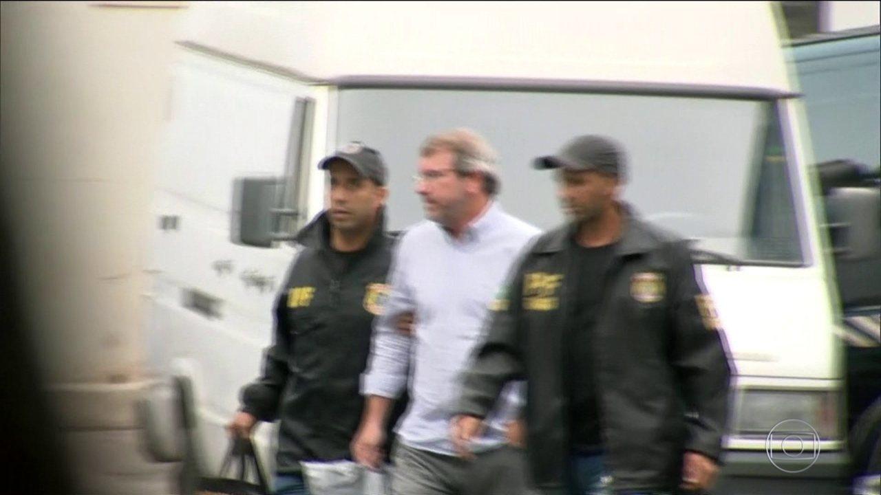 Banqueiro suspeito de lavar dinheiro para joalheria é preso no Rio