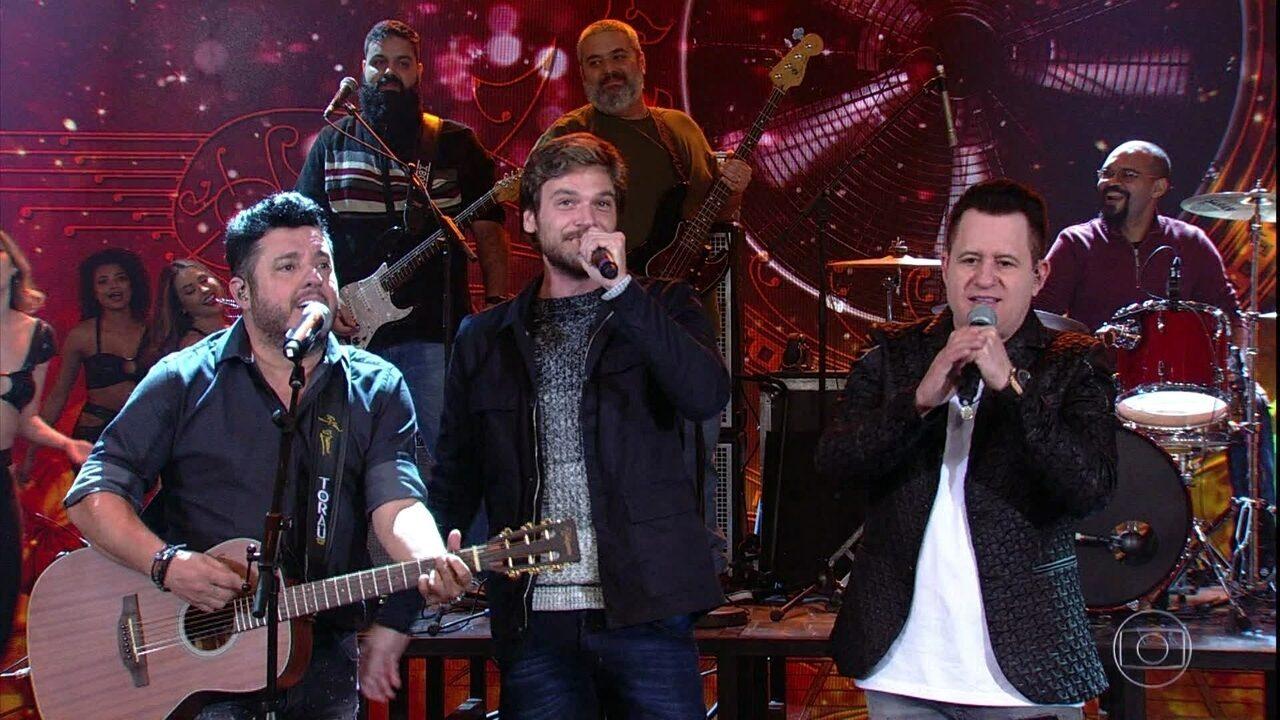 Emilio Dantas canta com Bruno e Marrone no 'Arquivo Confidencial'