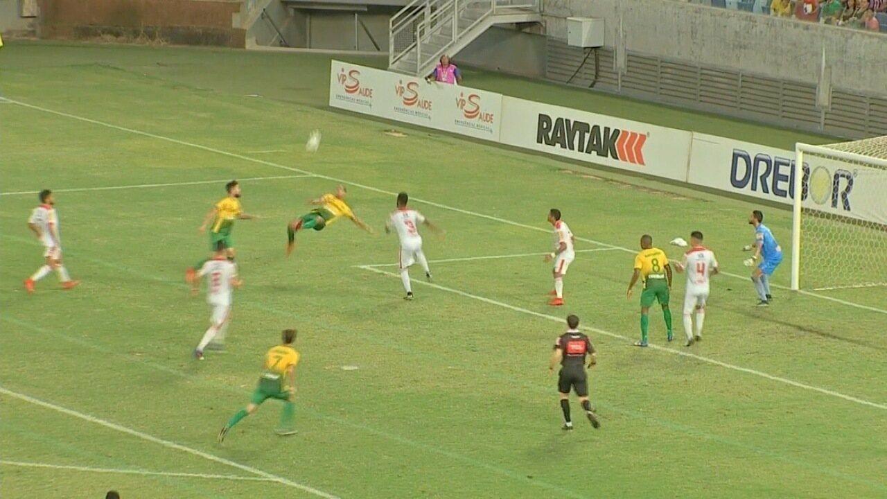 2af8039dfa43b Jenison marca golaço contra Tombense pela Série C do Campeonato Brasileiro  na Arena Pantanal