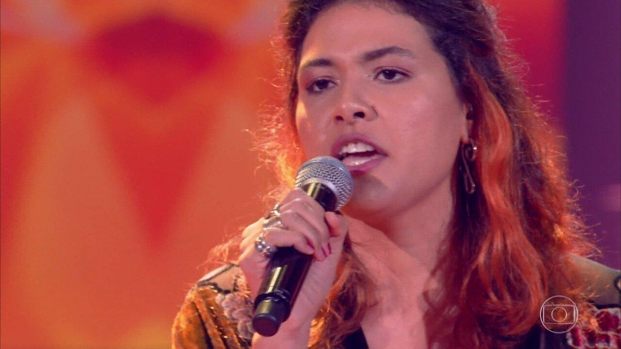 """Carolina Lelis canta """"Barracão de Zinco"""""""