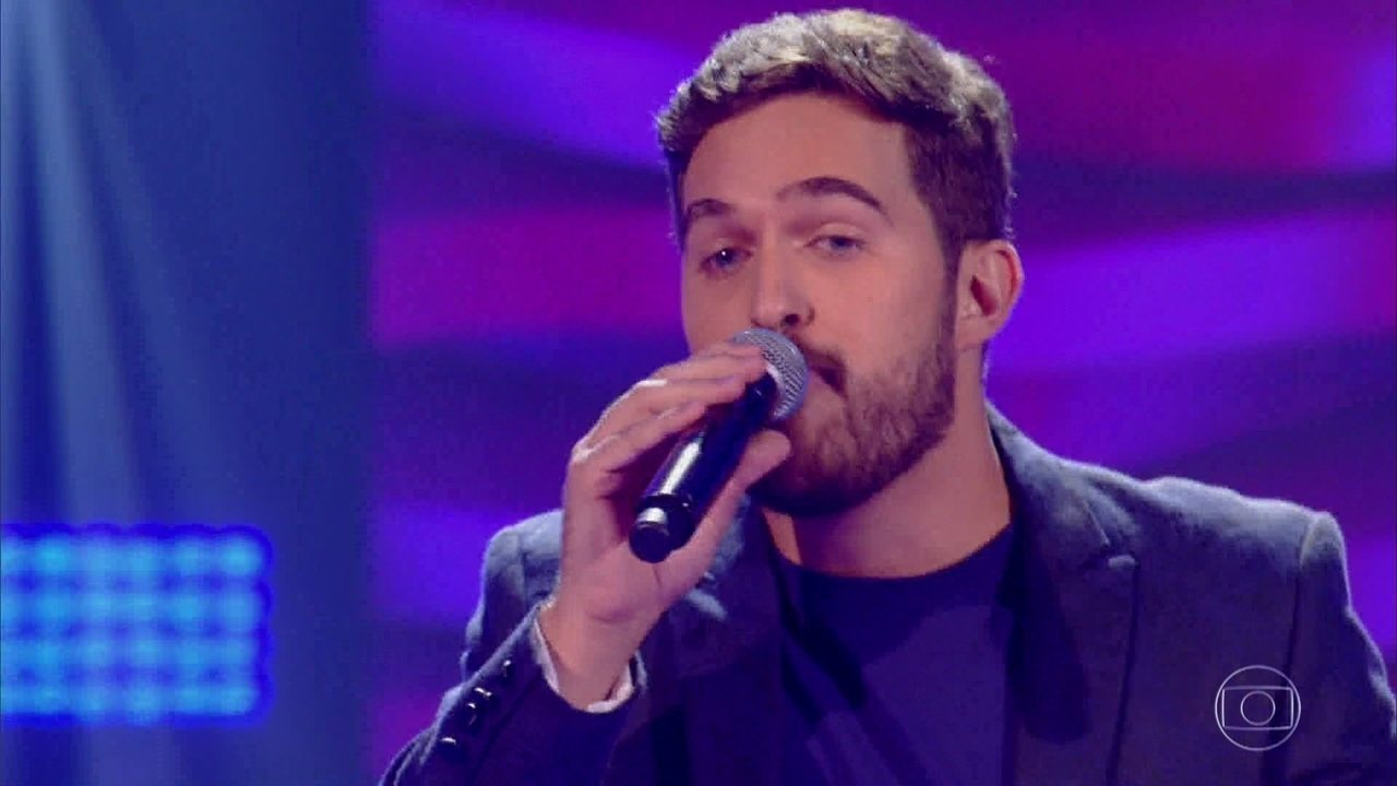 Ian Alone canta