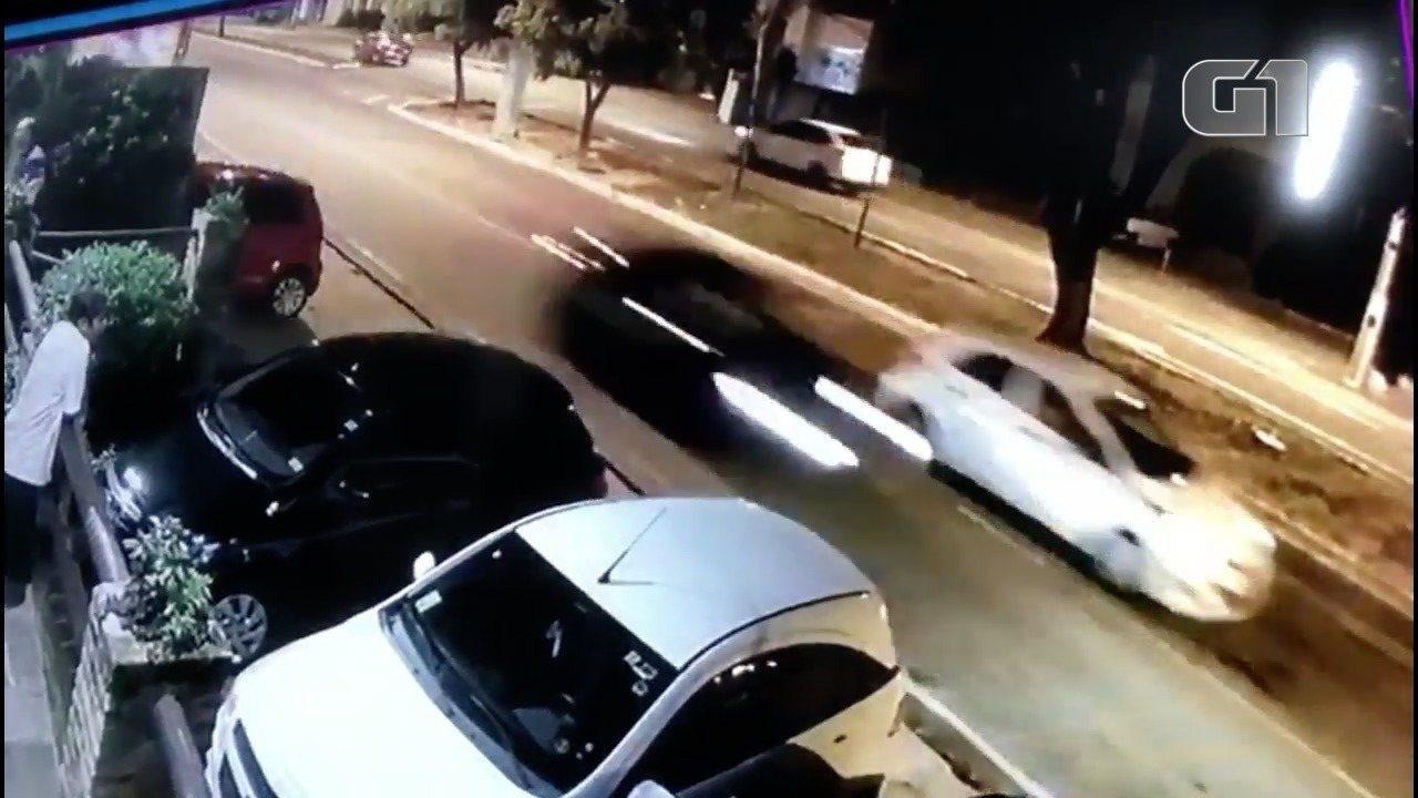 Vídeo mostra racha e estado do veículo após acidente na Hermes da Fonseca, em Natal