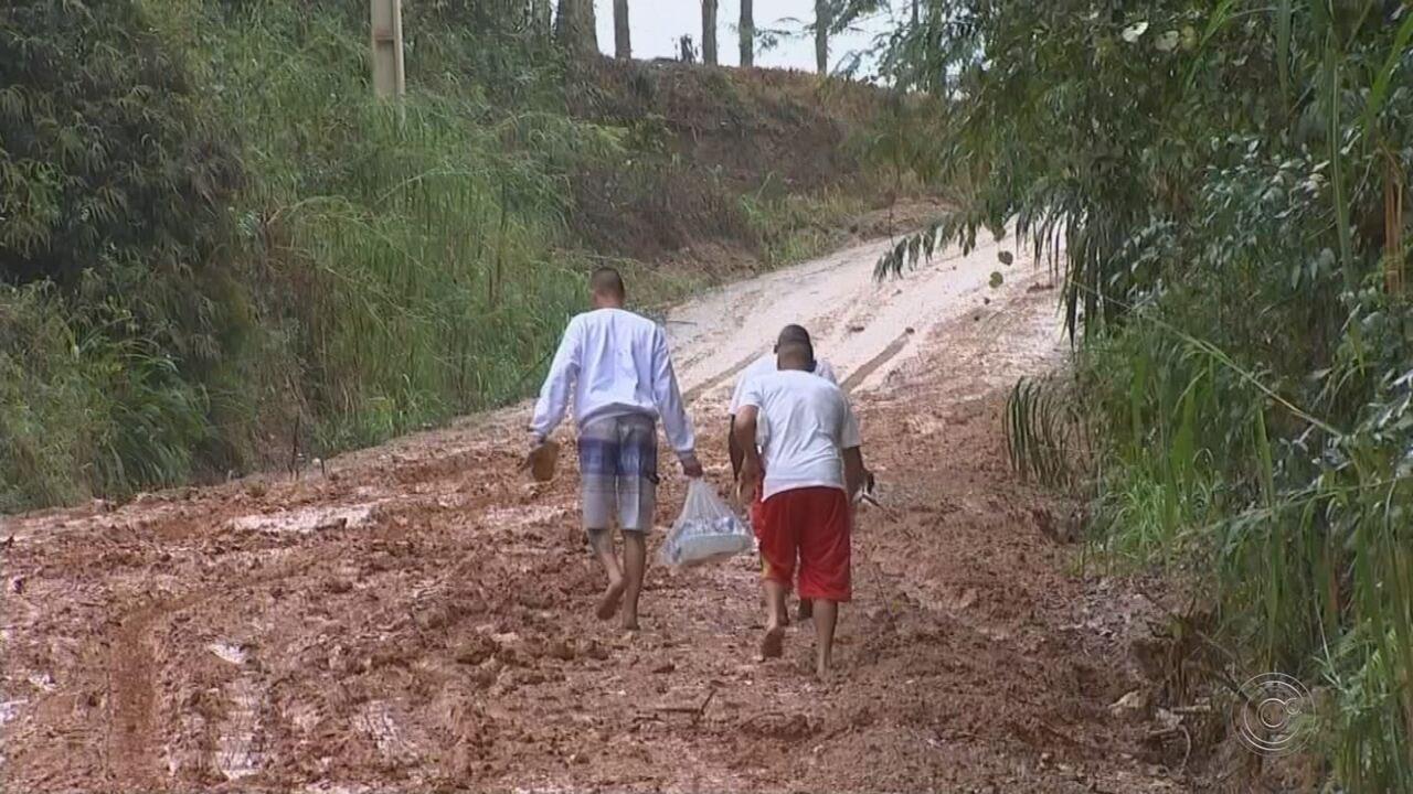 Prefeitura de Mairinque tenta resolver problema de lama em estrada que leva a presídio